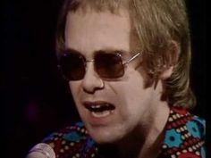 Elton John - Tiny Dancer - YouTube