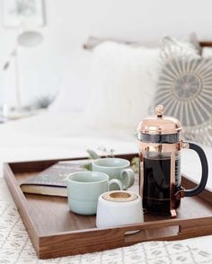 The perfect cup of coffee with Bodum Coffee In Bed, Fresh Coffee, Coffee Cups, Coffee Coffee, Breakfast Drinks Healthy, Healthy Drinks, Healthy Dinners, Breakfast Ideas, Copper French Press