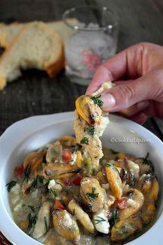 Μύδια σαγανάκι με υπέροχη σάλτσα μουστάρδας, καυτερό και πικάντικο!