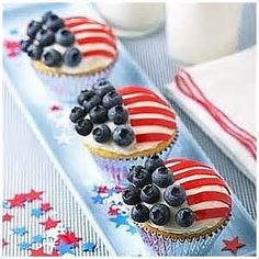 "Search and find Memorial Cupcakes! Americans sure know what their doing around the holidays: ""Can't wait until the of July to break out the Red White and Blue desserts? Try these cupcakes for Memorial Day! 4th Of July Celebration, 4th Of July Party, Fourth Of July, Cupcake Recipes, Cupcake Cakes, Dessert Recipes, Cupcake Toppings, Dessert Healthy, Holiday Treats"