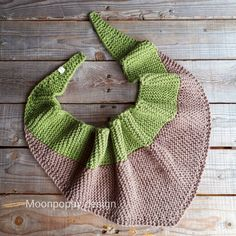 Crochet Gifts, Knit Crochet, Crochet Market Bag, Chunky Scarves, Triangle Scarf, Reusable Bags, Knitted Shawls, Triangles, Hand Knitting