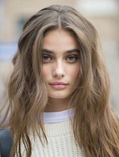 Taylor hill blonde hair for brown eyes, bronde hair dark, dark eyebrows blonde hair Bronde Hair Dark, Dark Blonde Hair Color, Brown Blonde Hair, Light Brown Hair, Brown Hair Colors, Balayage Hair, Olive Skin Blonde Hair, Sandy Brown Hair, Hair Lights