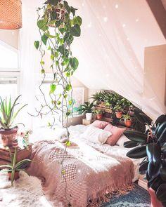 Bohemian Bedroom :: Beach Boho Chic :: boho decor bedroom, boho bedroom ideas, bohemian decor, bedroom decor - and ideas for small bedroom Bohemian Interior Design, Bohemian Bedroom Decor, Boho Room, Nature Bedroom, Bohemian Apartment, Bedroom Decor Natural, Cozy Bedroom Decor, Bedroom With Plants, Tapestry Bedroom Boho