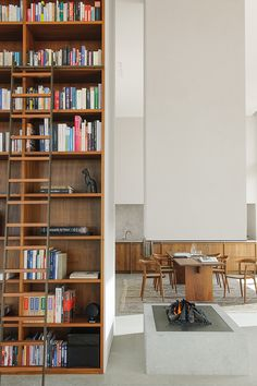 Deco-Lust is gespecialiseerd in kwalitatief hoogstaand maatwerk, gegroeid vanuit het vakmanschap in de schrijnwerkerij. Ervaring en vakkennis zorgen voor de perfectie in afwerking. In samenwerking met een externe (interieur)architect staan wij in voor de perfecte uitvoering van uw interieur. Bij Deco-Lust werken een 25-tal werknemers.