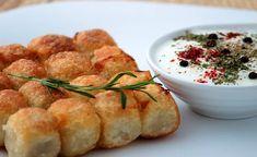 Son olarak Boşnak mantısı tarifi ile mantı krizinize son verdiğimizi umuyoruz! Bosnian Recipes, Turkish Recipes, Ethnic Recipes, Bosnian Food, Rose Cookies, Pizza, Recipe Mix, Soup And Salad, Bon Appetit