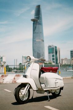Scooter for scooting about! Scooters Vespa, Lambretta Scooter, Motor Scooters, Mod Scooter, Scooter Motorcycle, Cool Bicycles, Cool Bikes, Bike Engine, Futuristic Motorcycle