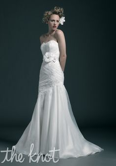 Strapless, mermaid with sweetheart neckline. Organza fabric with beading and lace.  Dress// Sincerity Bridal // 3606