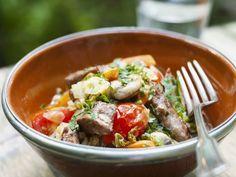 Lammfleischpfanne ist ein Rezept mit frischen Zutaten aus der Kategorie Lamm. Probieren Sie dieses und weitere Rezepte von EAT SMARTER!