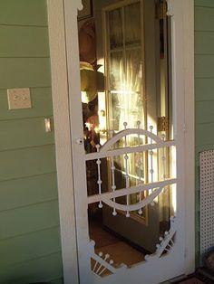 farmhouse front door with screen House Design, Decor, Beautiful Doors, Screen Door, Front Door, Vintage Patio, Old Doors, Vintage Screen Doors, Door Decorations