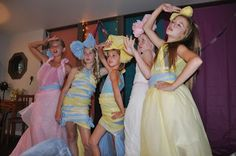 Project Runway Birthday Party - outfits made out of plastic tablecloths and tape. Would also be fun for a Paris-themed fashion show. Girl Sleepover, Sleepover Party, Slumber Parties, Birthday Parties, Birthday Ideas, Birthday Cakes, Fashion Show Themes, Fashion Show Party, Fashion Ideas