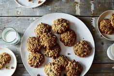 Biscuits detox aux flocons d'avoine 125 g de flocons d'avoine 2 bananes bien mûres 85 g de cranberries séchées 1 cuillère à soupe de miel bio