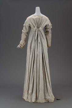 1800, America - Woman's dress - Plain weave cotton, plain weave linen and plain weave cotton linings, metal hooks and eyes