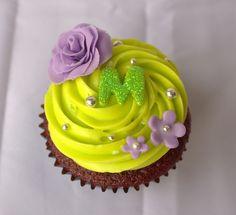 Birthday Cupcake Detail Restaurant Kitchen, Covered Strawberries, Birthday Cupcakes, Cake Pops, Cupcake Cakes, Goodies, Birthdays, Strawberry, Detail