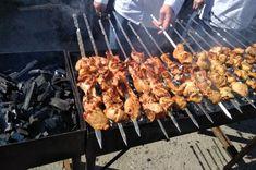 """Carne moale pentru frigărui gata în doar 30 de minute """"Un adevărat Paradis al carnivorilor"""" - Bucatarul Seekh Kebab Recipes, Tandoori Chicken, Kiwi, Bbq, Meat, Ethnic Recipes, Paradis, Food, Barbecue"""