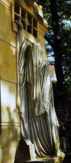 Pere Lachaise Cemetery, Paris (A tour guide at the cemetary there told me this was a wife waiting for her husband to be released from jail and ended up dying there. Cemetery Angels, Cemetery Statues, Cemetery Headstones, Cemetery Monuments, Old Cemeteries, Cemetery Art, Graveyards, Angel Statues, Père Lachaise Cemetery
