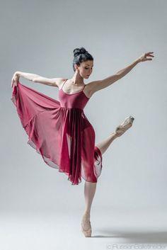 Natalia Osipova for Russian Ballet! Dance Oriental, Dancer Photography, International Dance, Russian Ballet, Dance Poses, Ballet Beautiful, Dance Pictures, Female Poses, Just Dance