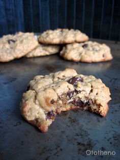 Healthy peanut butter oatmeal chocolate chip cookies (no flour or butter!) Delicious!