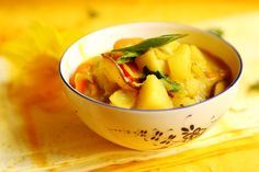 Creamy Coconut Curry with Potatoes, Carrot and Onions