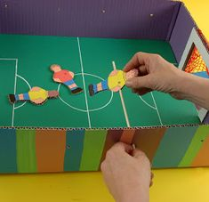 El Taller de Pepa: UN FUTBOLÍN HECHO EN CASA Babysitting, Decoration, Diy For Kids, Triangle, Recycling, Birthdays, Website, Games, School