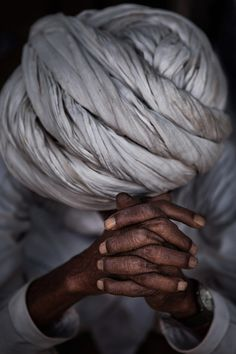 The man with white turban, from Pushkar, India, by Ali Alsumayin We Are The World, People Around The World, Beautiful Images, Beautiful People, Beautiful Things, Travel Photographie, A Well Traveled Woman, Praying Hands, Incredible India