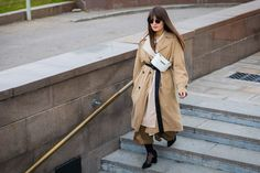 The Best Street Style From Russia Fashion Week Spring Leather Trench Coat, Long Trench Coat, Russia Fashion, Clipart Black And White, Street Style Trends, Cool Street Fashion, Fashion Photo, Women's Fashion, Fashion Tips