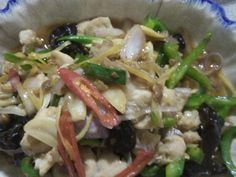 Stir Fry Ginger Pork aka Moo Phad Khing. This is a Chinese influenced popular meat and vegetable dish in Thailand and Laos. Moo Phad...