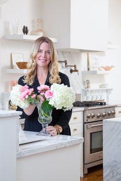 christine-dovey-portrait-4-christine-kitchen-flowers