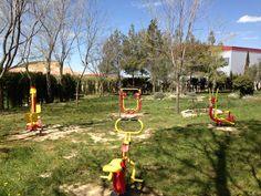 Zona de ejercicio con aparatos adaptados para nuestros mayores. Parque de La Yesa