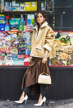 Платье плюс брюки: 10 вариантов ультрамодного сочетания от звезд стритстайла | Журнал Harper's Bazaar