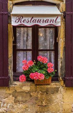 Restaurant Window                                                                                                                                                                                 Mais