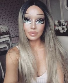 Are you looking for ideas for your Halloween make-up? Browse around this site for creepy Halloween makeup looks. Creepy Halloween Makeup, Halloween Makeup Looks, Doll Make Up Halloween, Bratz Doll Halloween Costume, Blonde Halloween Costumes, Halloween 2019, Halloween Party, Barbie Make-up, Bratz Doll Makeup