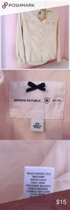 🐴 Banana Republic Western Snap Button Blouse XS 🐴 Banana Republic Western Blouse Pearlized Snap Buttons Size: XS Light Cream Color Great used condition! Normal wear from washing it, please see pics. Smoke free Pet Free home. Super soft and comfy! Fine Corduroy like texture. Really cute for a country concert! 100% cotton. Add to a Bundle for a discounted deal! Perfect for horseback riding, a rodeo or camping! Banana Republic Tops Button Down Shirts