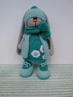 Зайка тильда Малышка,продаётся .Зайка тильда,тильда,вязаная зайка,заяц в одежде,купить зайку,игрушка,вязаная игрушка,заяц крючком,заяц на заказ, вязаный заяц.