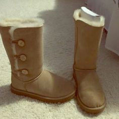 Brand new still has tags Very comfy. Willing to ship if bought today UGG Shoes Winter & Rain Boots