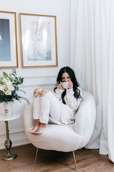 Celebrity interior designer and lifestyle expert Brittaney Elise Minton has transformed this Manhattan apartment into a chic and stylish space. Living Room Interior, Living Room Decor, Bean Bag Living Room, Nyc Brownstone, Manhattan Apartment, New Condo, Bedroom Ceiling, Oui Oui, Bean Bag Chair
