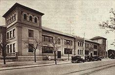 Imagen del grupo escolar Francisco Giner, tomada desde la calle Francos Rodríguez, pocos días después de su inauguración. (Foto: Cortés y Videa; Crónica, 1933; Hemeroteca BNE)