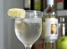 Szprycer do picia Flute, White Wine, Alcoholic Drinks, Champagne, Tableware, Glass, Alcoholic Beverages, Dinnerware, Drinkware