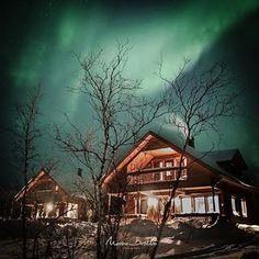 Na #Laponia #finlandesa existe um lugar que já estive várias vezes desde 2012. #kilpisjärvi #auroraboreal #auroraborealis #auroraborealhunters #marcobrotto #marco_brotto #viagem #awesome_shots #lapland #shots #amazing #bestshowever #casinha #cosmos  #drawing #exploreeverything #fotografia #grato #bro #norway #finland