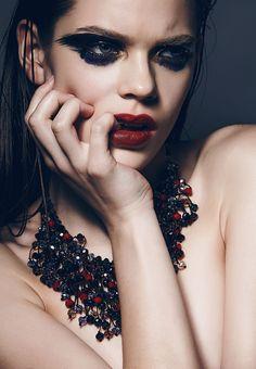 CHIC NYE MAKEUP l new years l Svetlana Vavilova l red lip l smudge eye