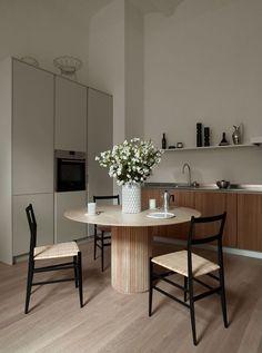 Interior Design Minimalist, Interior Desing, Interior Decorating, Interior Plants, Hallway Decorating, Interior Architecture, Dining Room Inspiration, Home Decor Inspiration, Furniture Inspiration