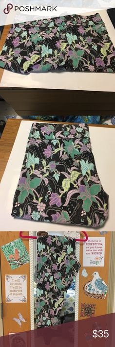 NWOT Victorias Secret Print Crop Leggings NWOT Victorias Secret Print Crop Leggings. Charcoal background purple, sky blue, and aqua flowers. Perfect for spring! Never worn, came in plastic bag (i.e. No tags on clothing). Will accept reasonable offers! ❤️ Victoria's Secret Pants Leggings