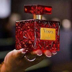 Venyx é uma fragrância que reflete a maravilhosa sensualidade de mulher contemporânea Perfume Bottles, Fragrance, Hair Beauty, Photo And Video, Instagram, Prove, How To Make, Animals, Kids Perfume