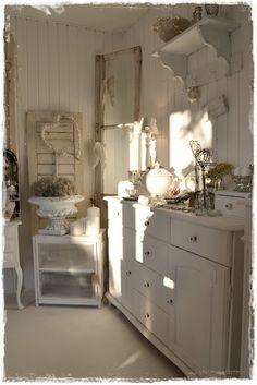 White farmhouse kitchen with soft touches. Nice. #vintageshabbychickitchen