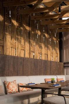 restaurant arquitectura Morimoto Restaurant Interior Design by mpdStudio Wison Tungthunya amp; W Workspace Rustic Restaurant Interior, Restaurant Interior Design, Modern Interior Design, Design Café, Rustic Design, House Design, Beach Design, Design Ideas, Resort Interior