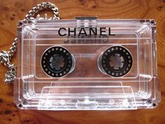 chanel-vintage-cassette-clutch