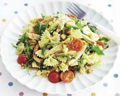 Pasta (gv) salade met kip, tomaten, rucola en walnoten, glutenvrij