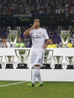 Raúl infront of all the trophies he helped win with Madrid (22/8/13)