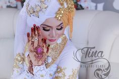 Mehwedd :  @ema_natural_photography Makeup : Kak Elly  Photography: @ari_natural_photogtaphy @ema_natural_photography #7ana #7enna #henna #hennaart #hennaartist #hennared #hennalover #hennainspire #hennaindonesia#hennakalimantan #hennawedding #mehndi #mehendi #mehndiwedding #mehendiwedding #mehendiindonesia #ketapangkalimantanbarat #kalimantanbarat #indonesia#indonesiawedding by tinaazra