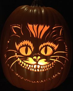 Cheshire cat carving pumpkin for Halloween - ideas and carving templates # grinsekatzekürbisgewächs Cat Pumpkin Carving, Disney Pumpkin Carving, Halloween Pumpkin Carving Stencils, Amazing Pumpkin Carving, Pumpkin Stencil, Scary Pumpkin, Pumpkin Art, Pumpkin Crafts, Halloween Pumpkins