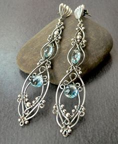 I would much like to own these. Artist: etsy.com/shop/earringsbyerin